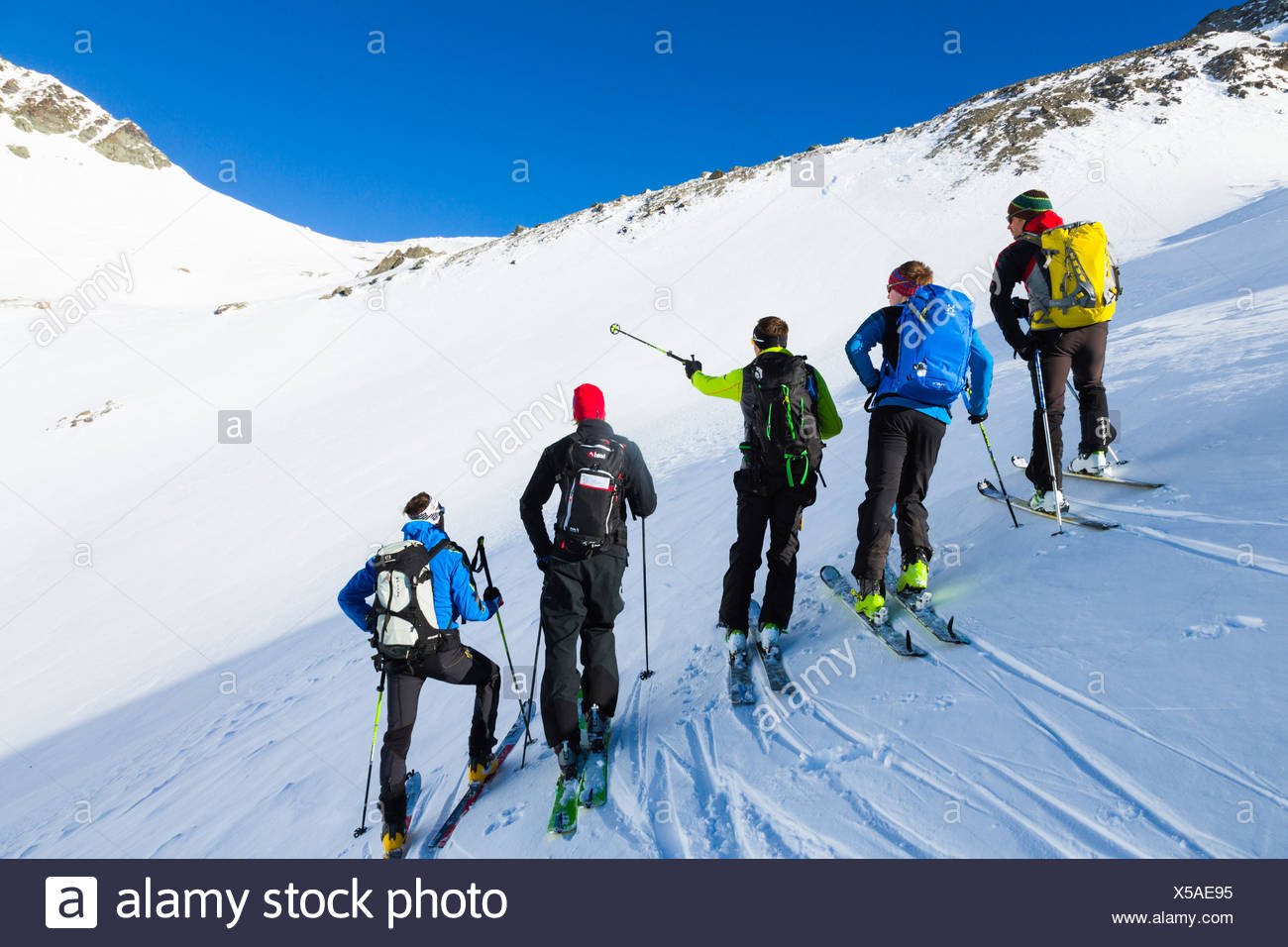 Mountain Guide ski touring with a group, avalanche assessment on a ski tour, risk management with groups, Heidelberger gap, Silvretta, Tirol, Austria Stock Photo