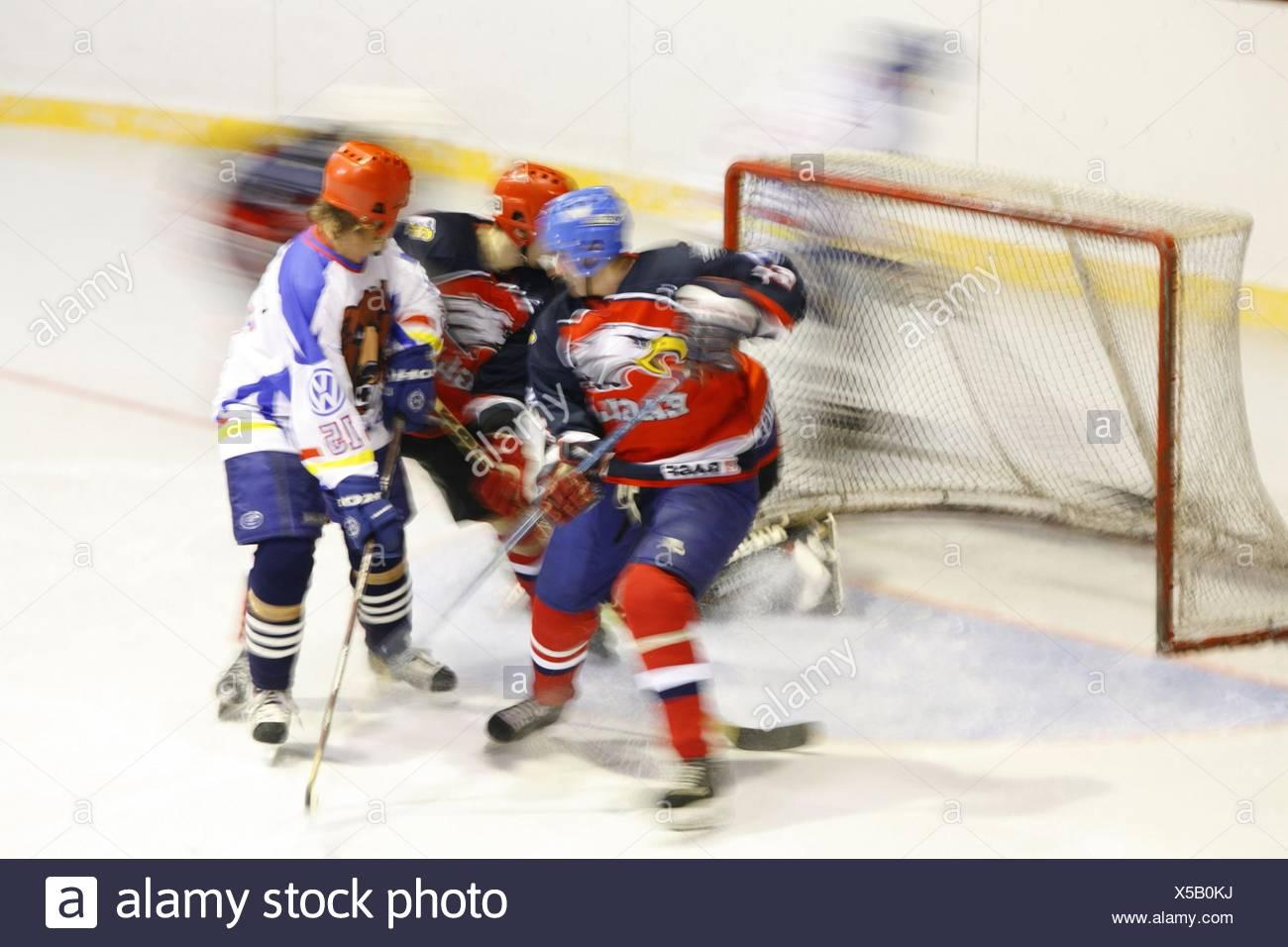 Eishockey, Spielszene, Eishockeyspiel, Spieler, Spiel, Mannschaftspiel, Sport, Mannschaftssport, sportlich, Hobby, Freizeit, Sch - Stock Image