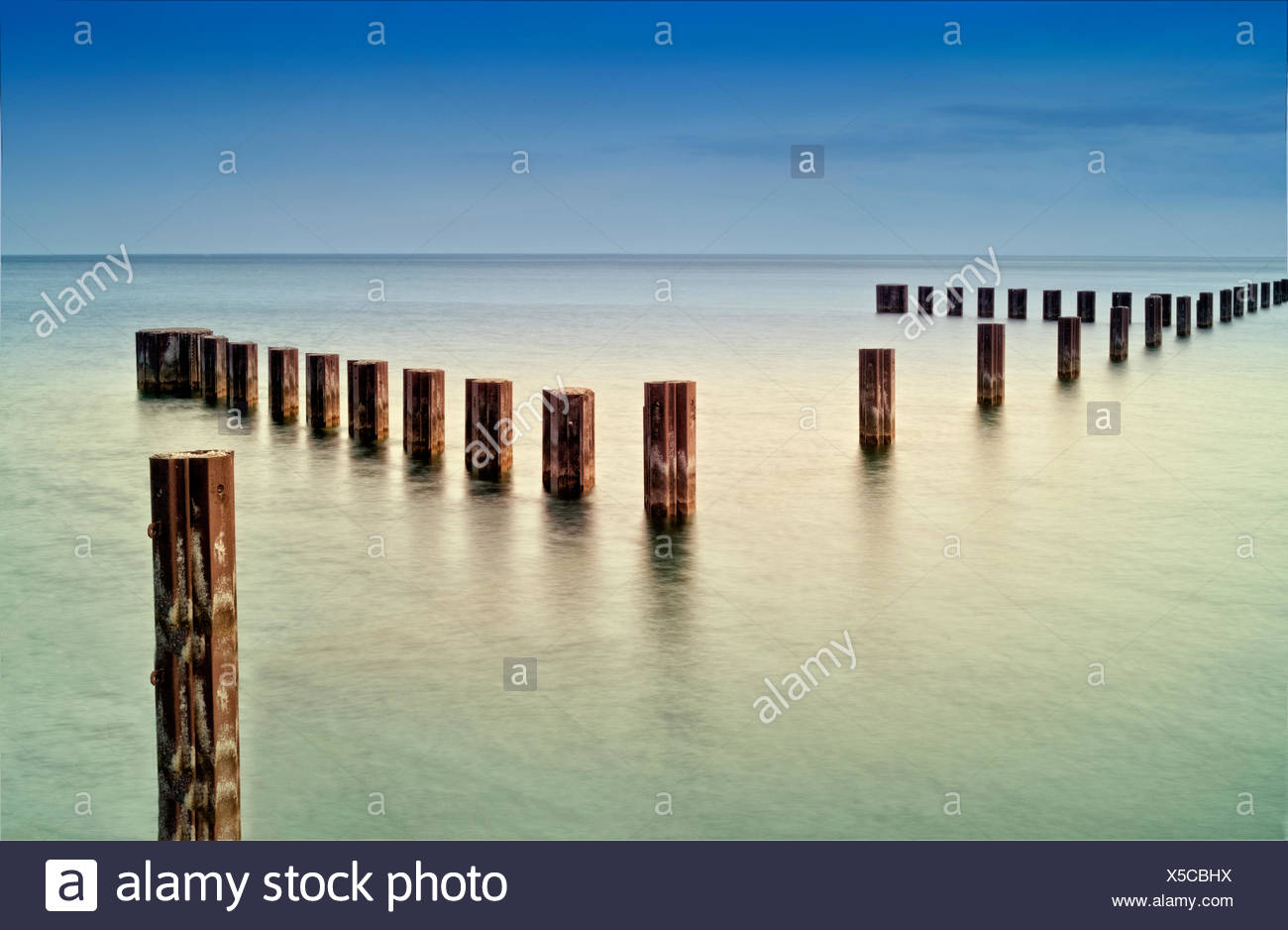 USA, Illinois, Cook County, Chicago, Metal rods in Lake Michigan - Stock Image