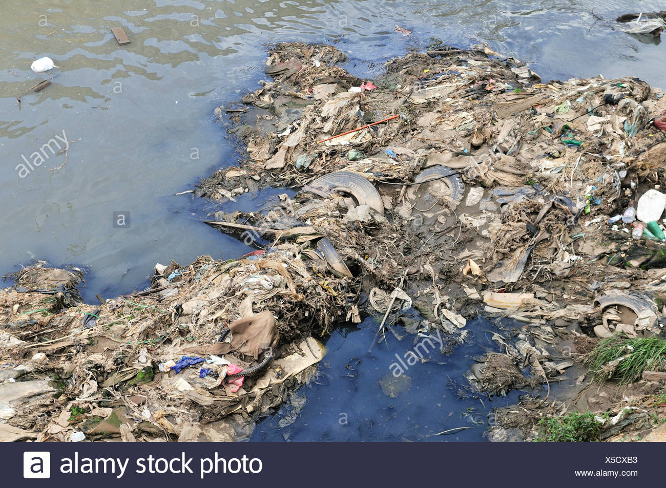 Pollution, garbage polluting the Rio Tamanduatei River, Sao Paulo, Brazil, South America - Stock Image
