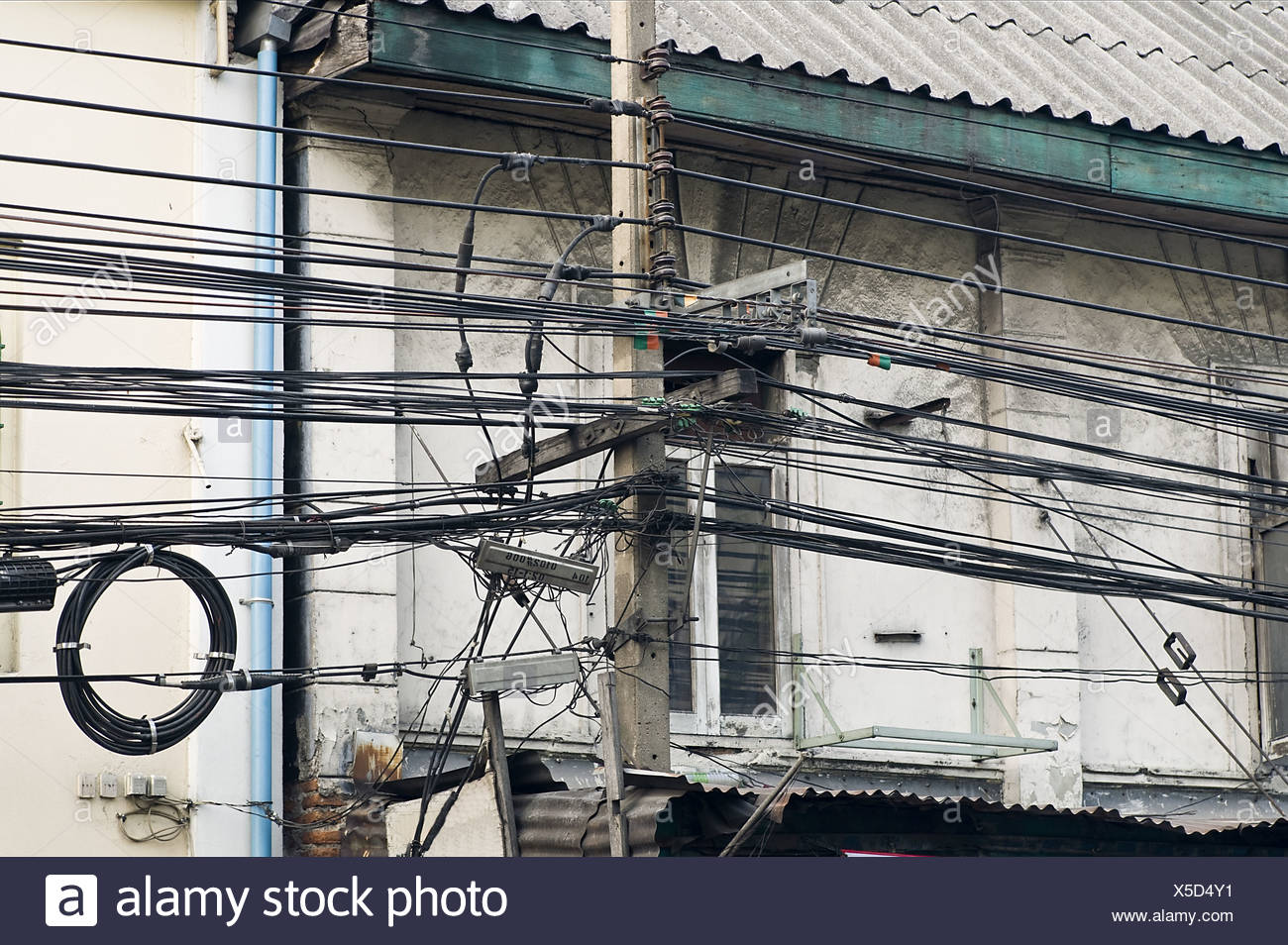 Urban Electrical Wire Stock Photos & Urban Electrical Wire Stock ...