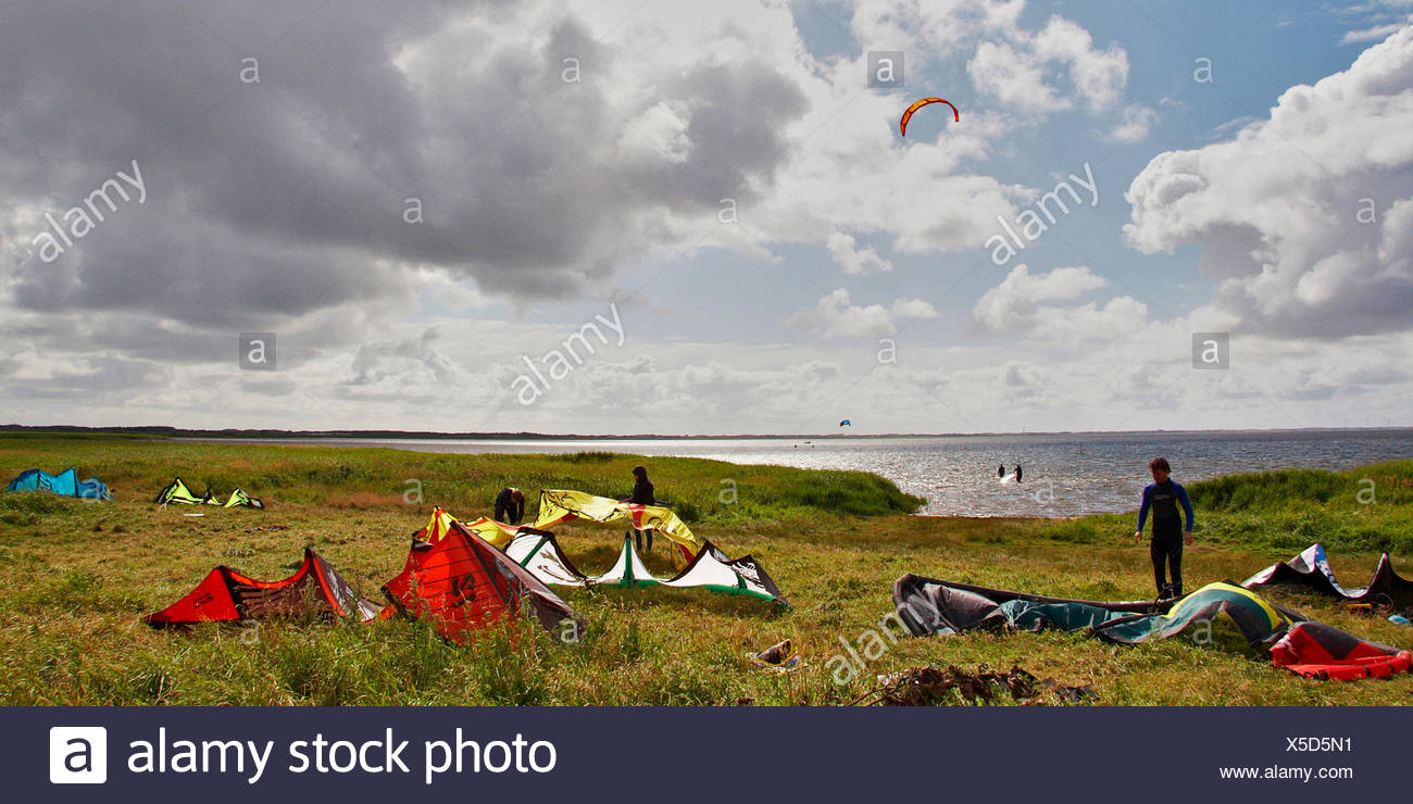 kitesurfers on the beach, Denmark, Sondervig, Ringkobing - Stock Image