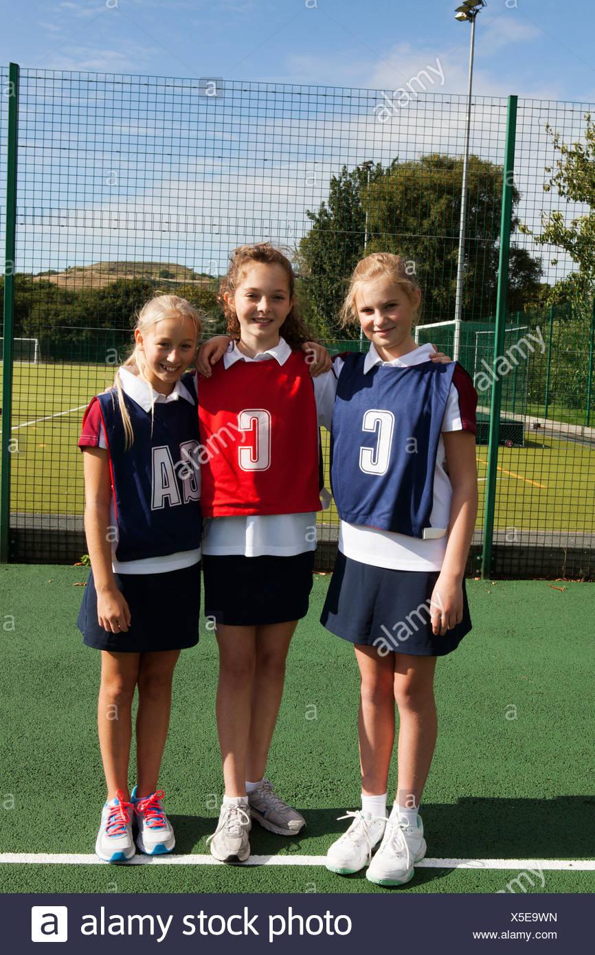Portrait of schoolgirl netball players - Stock Image