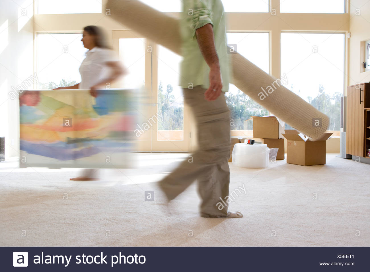 Couple moving things into new home - Stock Image