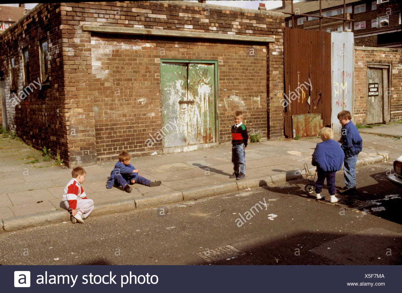 children-playing-on-the-streets-of-bradford-X5F7MA.jpg?profile=RESIZE_400x