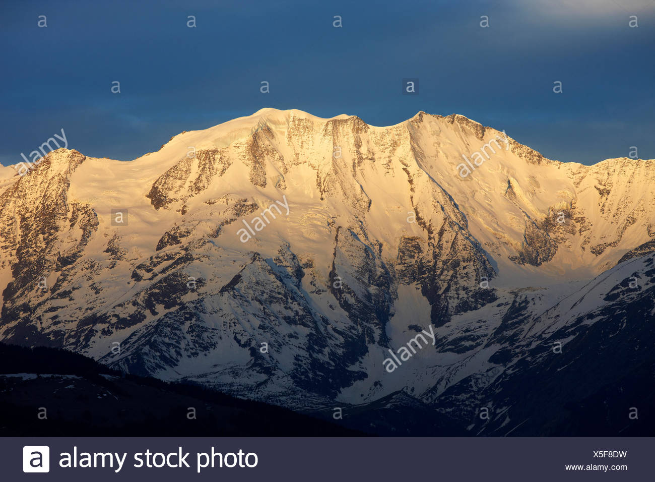 geography / travel, France, Domes de Miage (3673m) at sunrise, Mont-Blanc Range, Chamonix, Additional-Rights-Clearance-Info-Not-Available - Stock Image