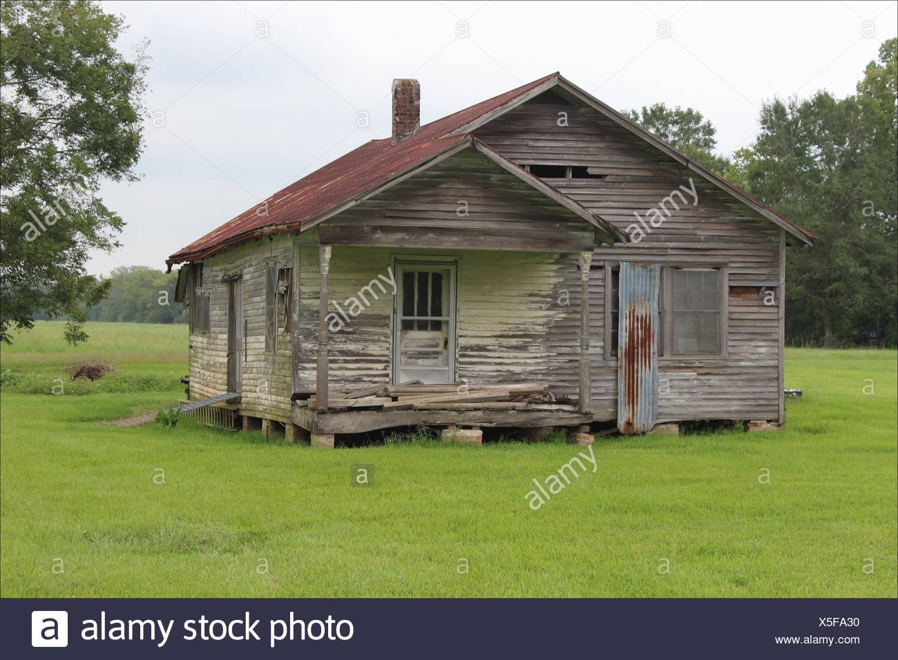This once loved home now stands lonely and abandoned and in need of some TLC near Houma, Louisiana, USA - Stock Image