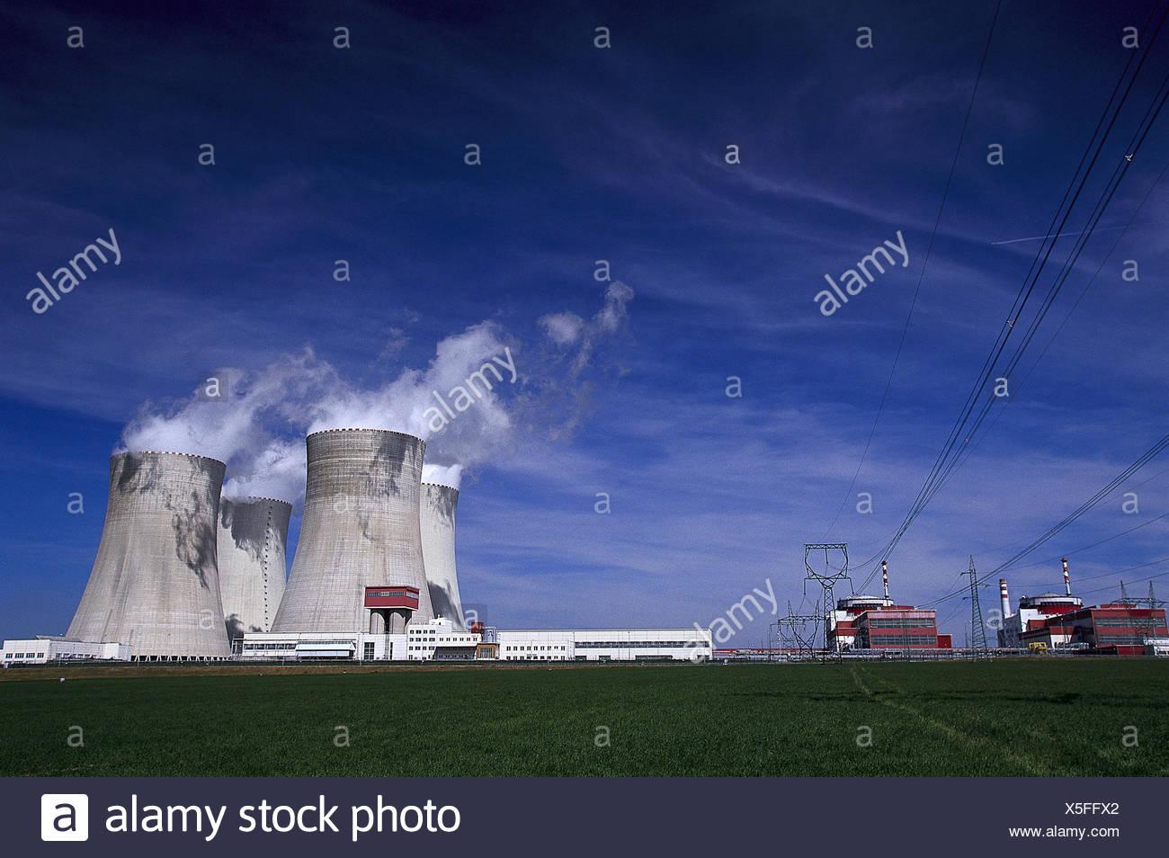 Tschechische Republik, Südböhmen,  Temelin, Atomkraftwerk, Kühltürme  Europa, Osteuropa, Tschechien, Ceská Republika, Böhmen, Stadt, Wirtschaft, Energiewirtschaft, Kraftwerk, Energieerzeugung, Energiegewinnung, Kernspaltung, Dampfkraftwerk, Kernkraftwerk, Radioaktivität - Stock Image