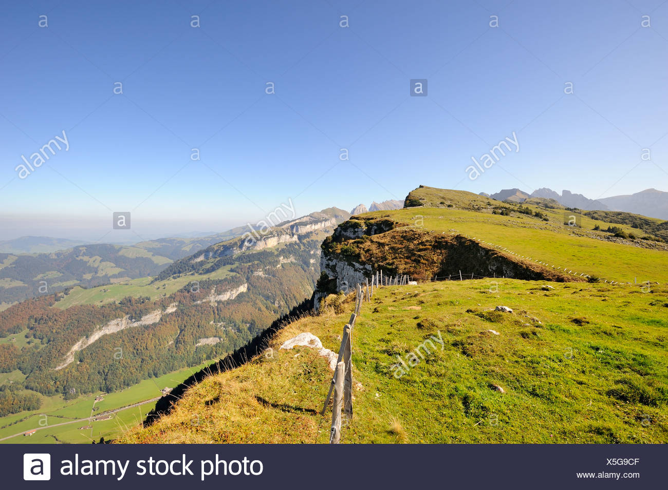 Escarpment on the high plateau Alp Sigel, 1730 m, with the view over the Appenzell region towards Ebenalp Mountain - Stock Image