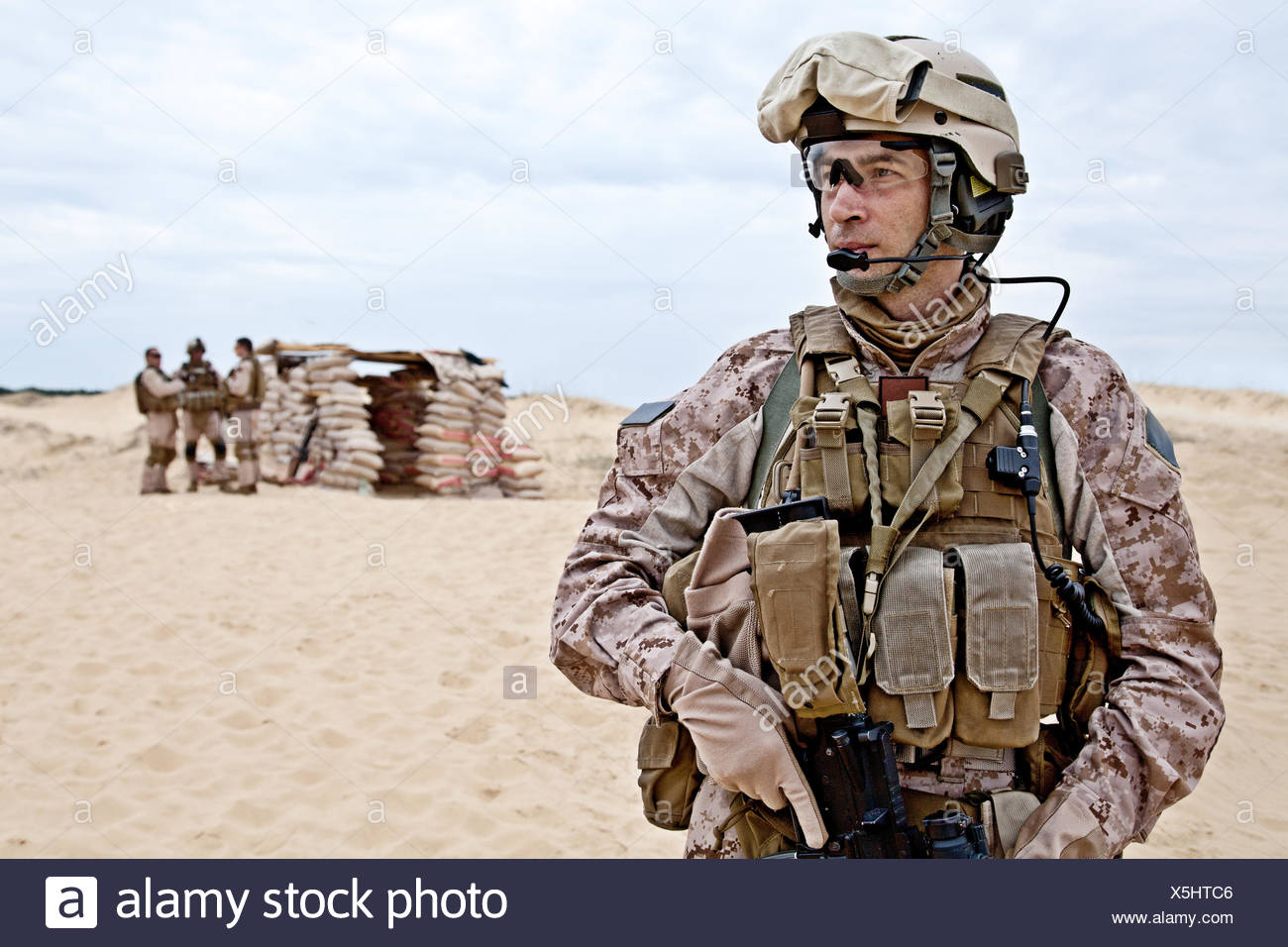 desert wasteland american army usa war soldier uniform spectacles glasses  eyeglasses heat helmet military navy marine goggles Stock Photo - Alamy