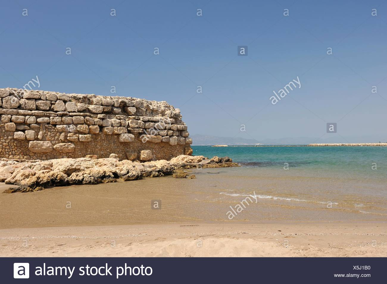 ancient jetty ruins from the Hellenistic period, beach of Sant Marti d´Empuries Costa Brava, Catalonia, Spain, Europe - Stock Image