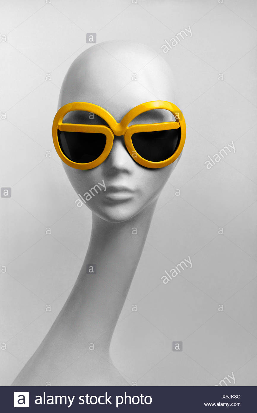 Head of a manikin with sunglasses, 70s - Stock Image