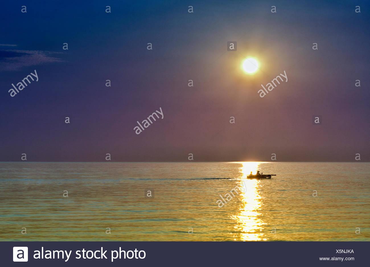 USA, Indiana, Indiana Dunes State Park, Calumet Trail, Furnessville, Sailing boat at sunset at Lake Michigan - Stock Image