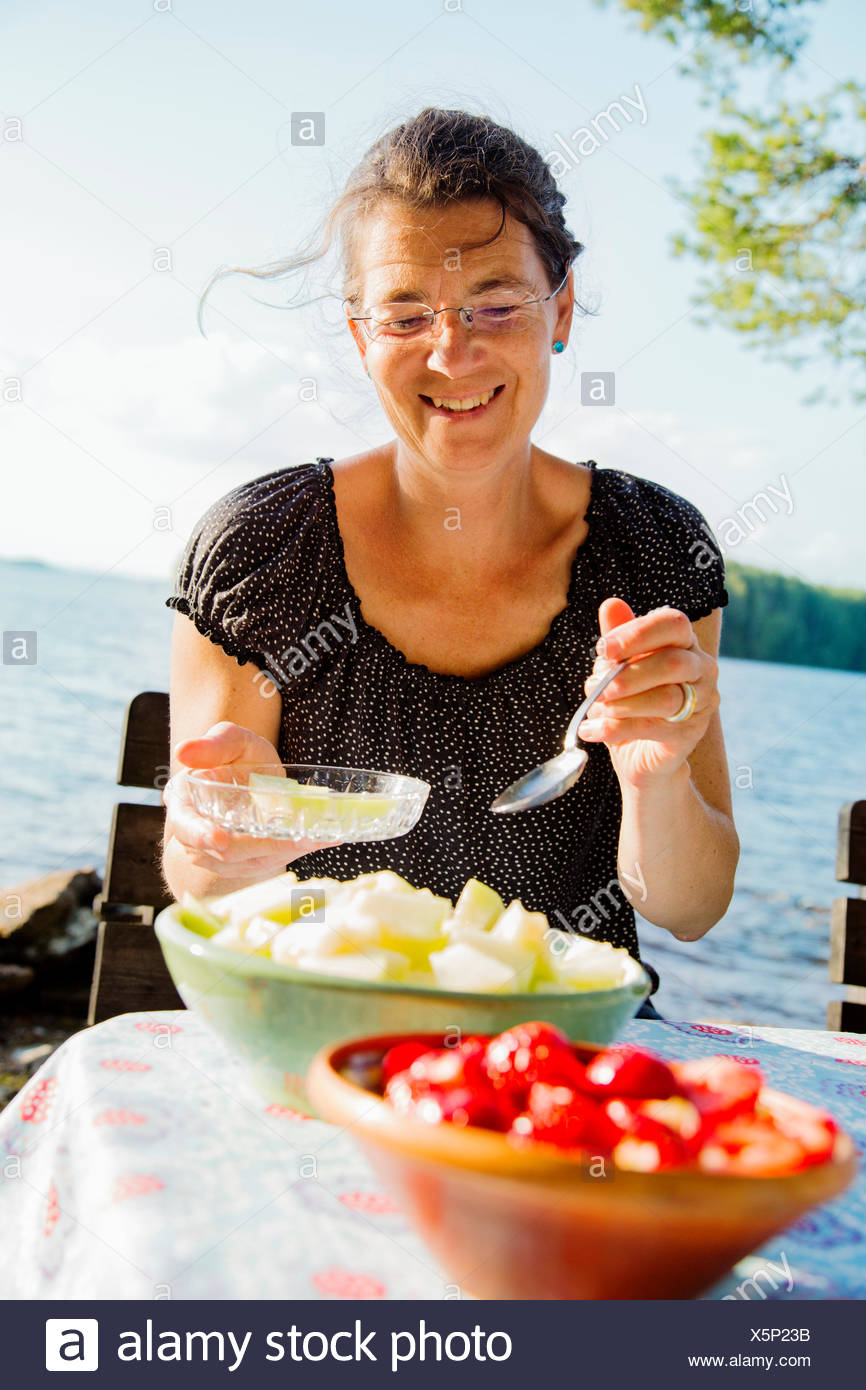 Sweden, Dalarna, Falun, Portrait of mature woman with lake Runn in background - Stock Image