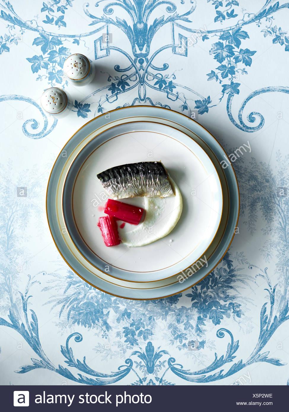Nouvelle cuisine fish dish - Stock Image