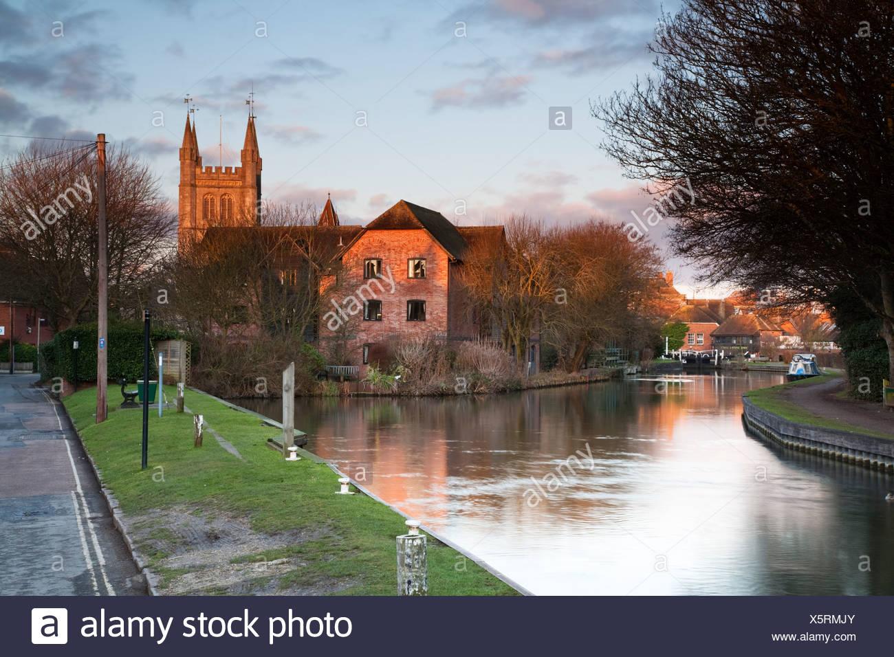 Newbury Lock and St Nicholas Church on the River Kennet from West Mills in Newbury, Berkshire, Uk - Stock Image