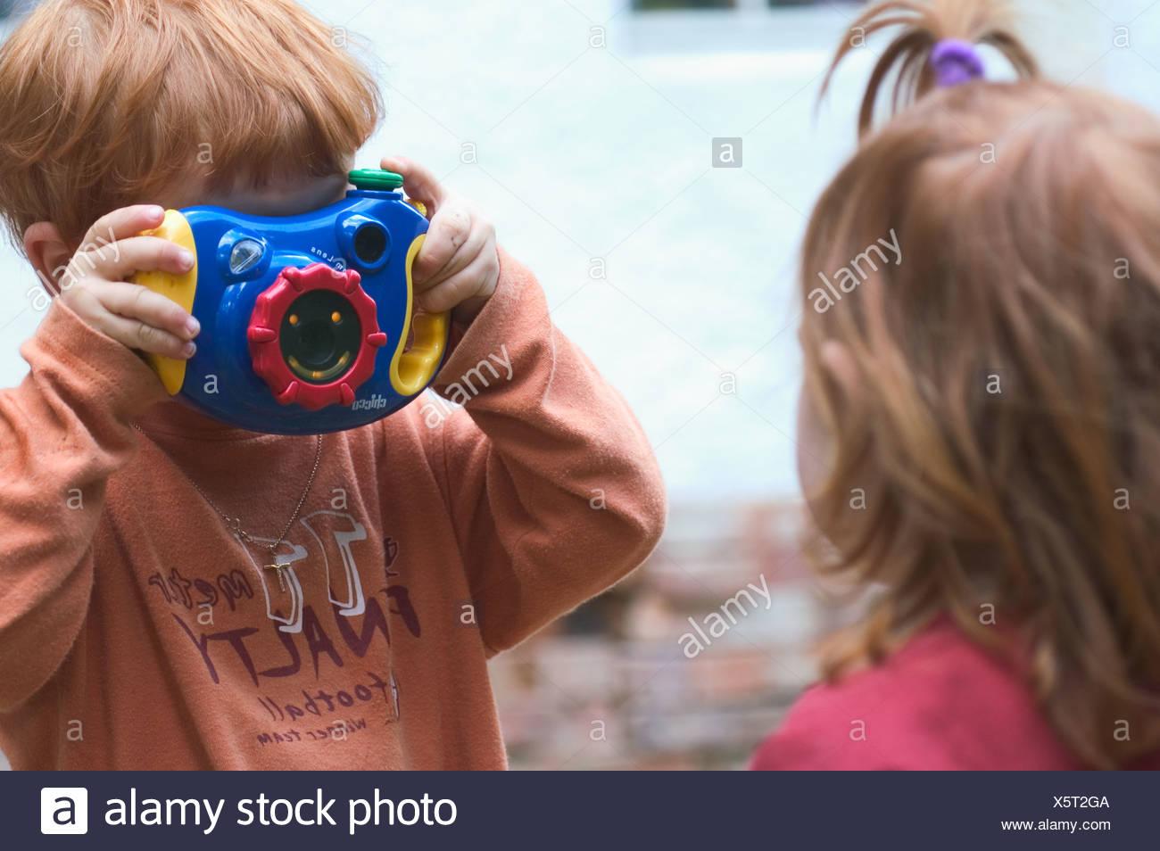 MR Kind beim fotografieren MR child taking pictures photos - Stock Image