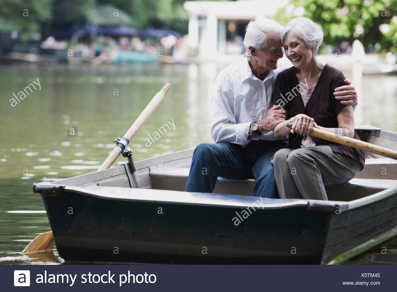 Senior couple embracing in rowing boat - Stock Image