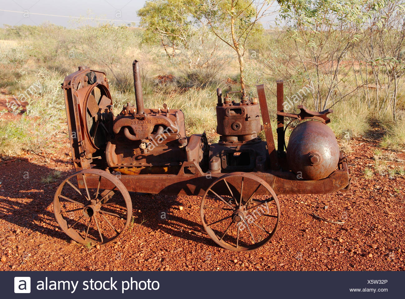 Australia, Abandoned mining equipments at Battery Hill Mining Centre - Stock Image