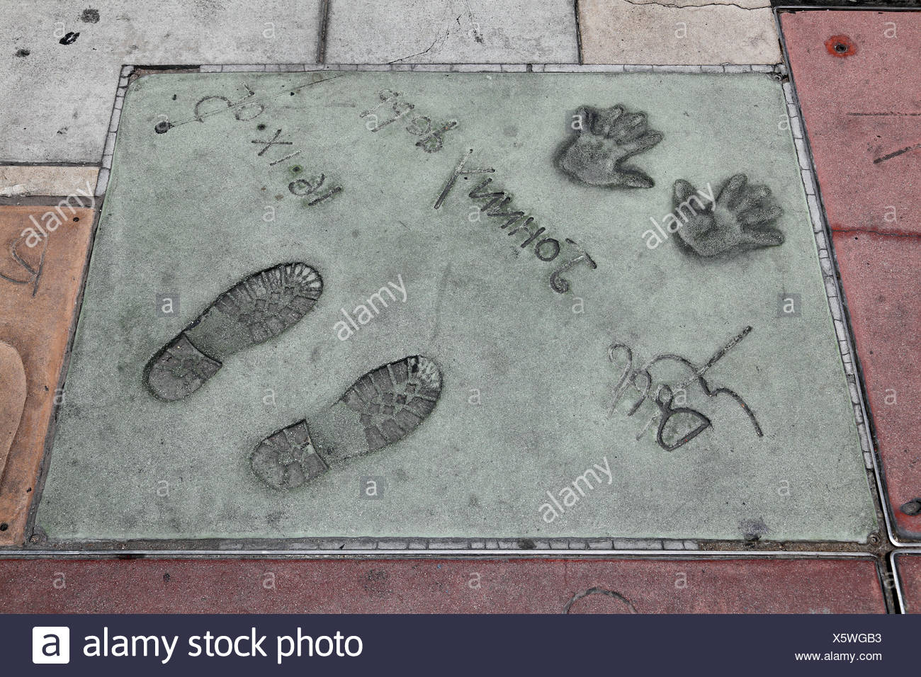 Depp, Johnny, * 9.6.1963, American actor, Hand- and footprints, Grauman's Chinese Theater, Hollywood Blvd, Hollywood, Los Angeles, California, USA, Additional-Rights-Clearances-NA - Stock Image