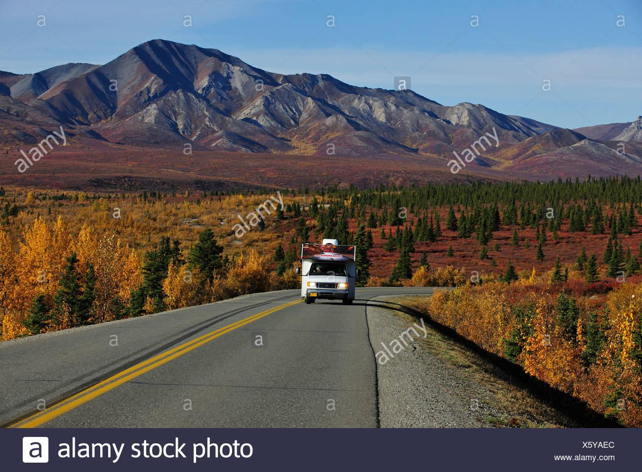 Motorhome on the road, Denali National Park, Alaska - Stock Image