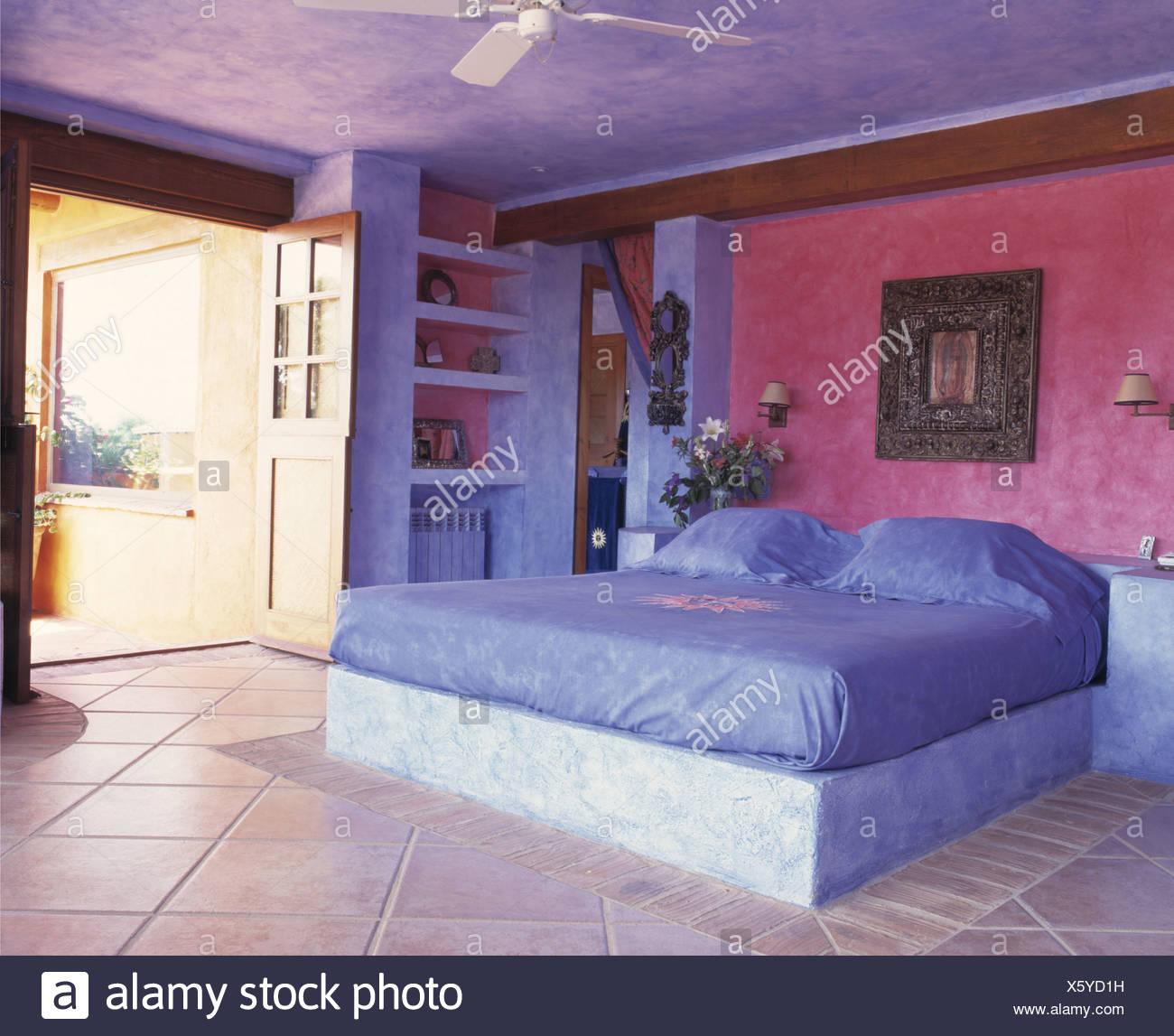 Camere Da Letto Colorate Prezzi.Colourful Bedroom Of Spanish Villa Stock Photo 279042109 Alamy
