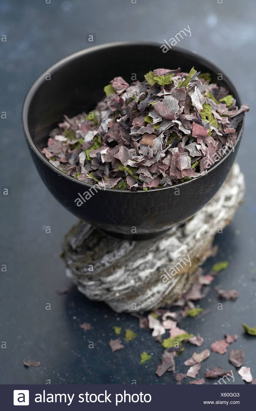 Bowl of dried seaweed - Stock Image