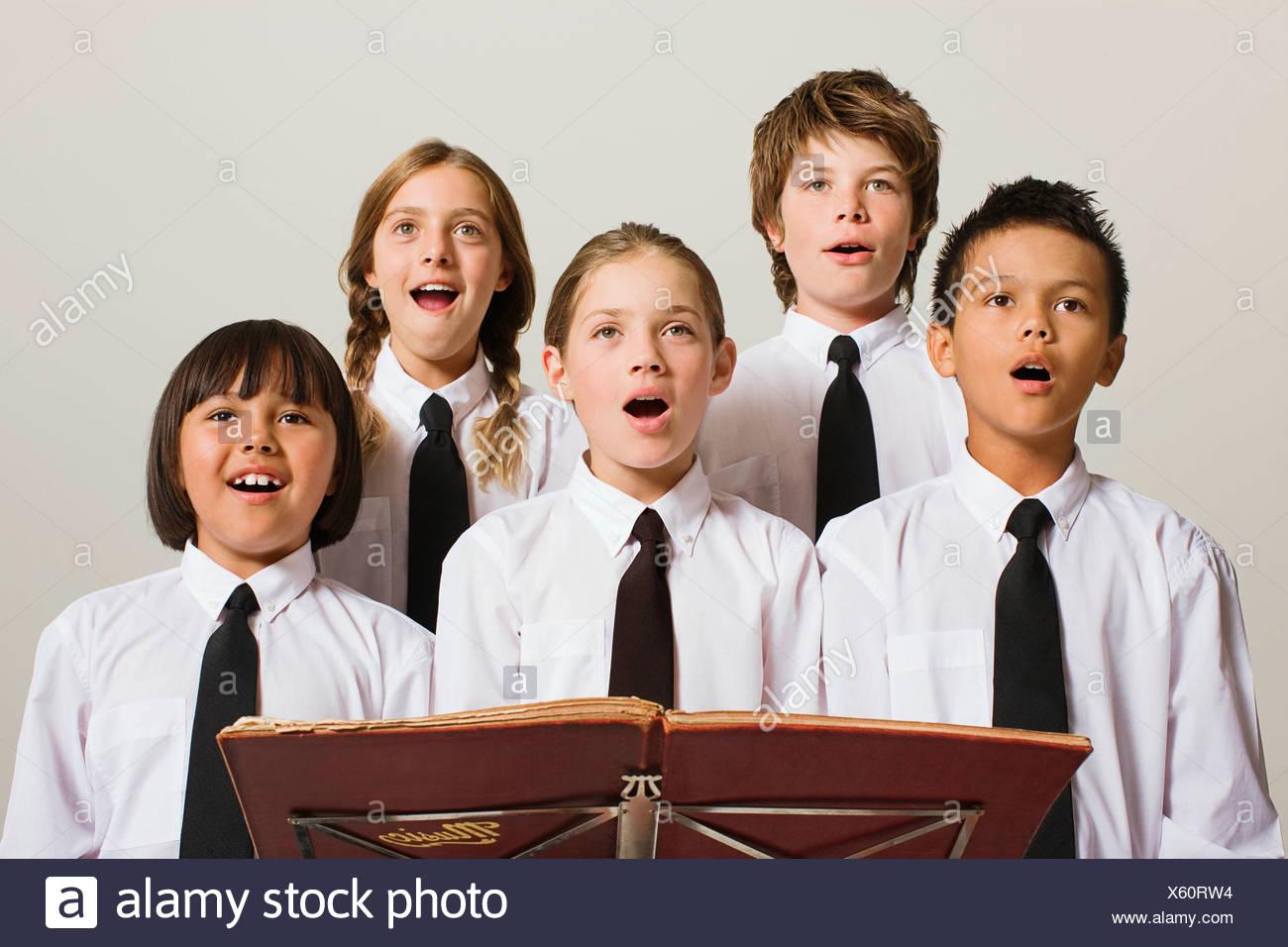 schoolkids singing - Stock Image