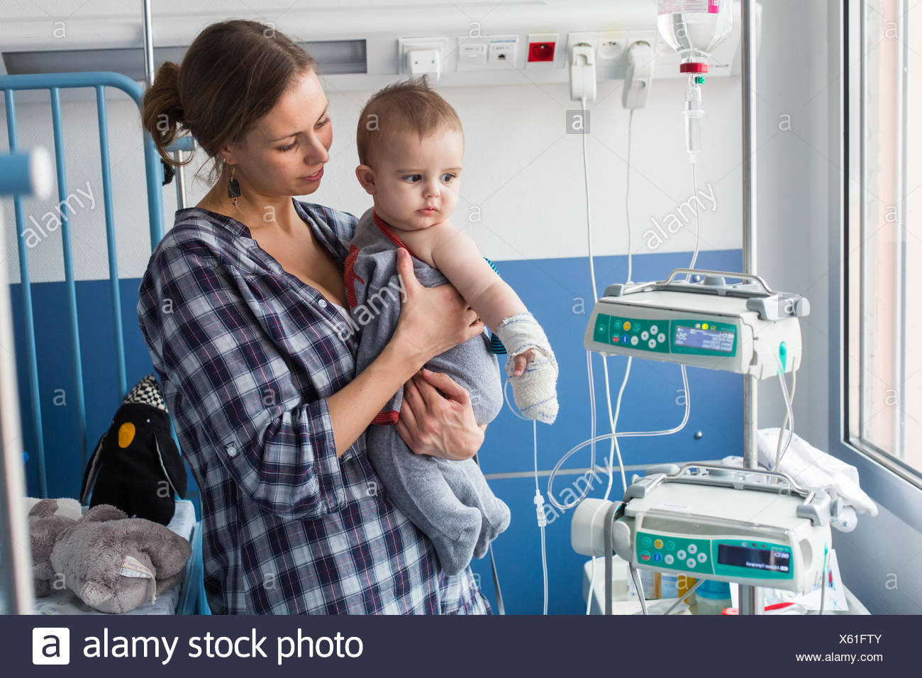 Baby affected by a urinary tract infection (pyelonephritis) hospitalized in the pediatric department of Angoulême hospital, France. - Stock Image