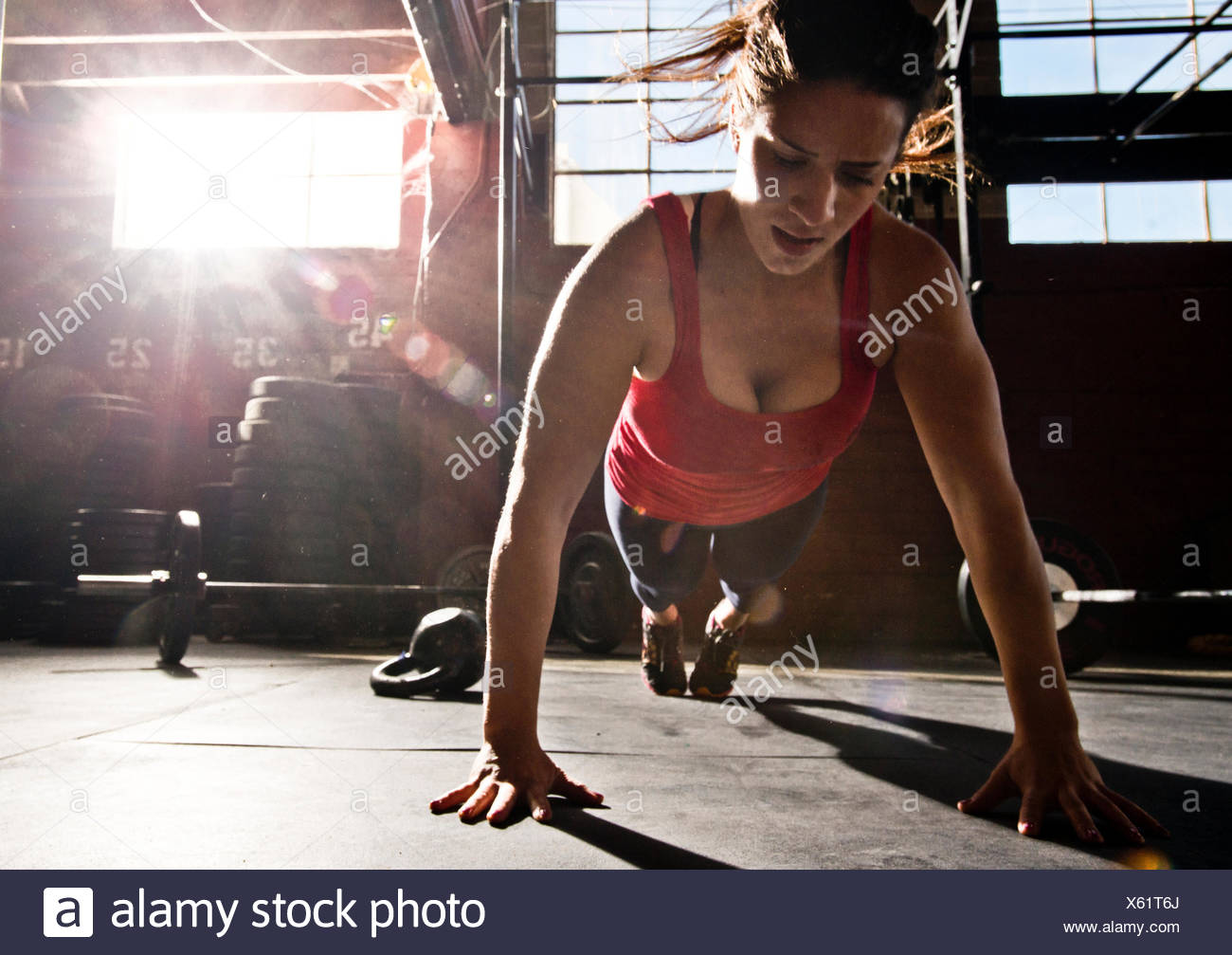 A crossfit athlete performs a push-up. - Stock Image