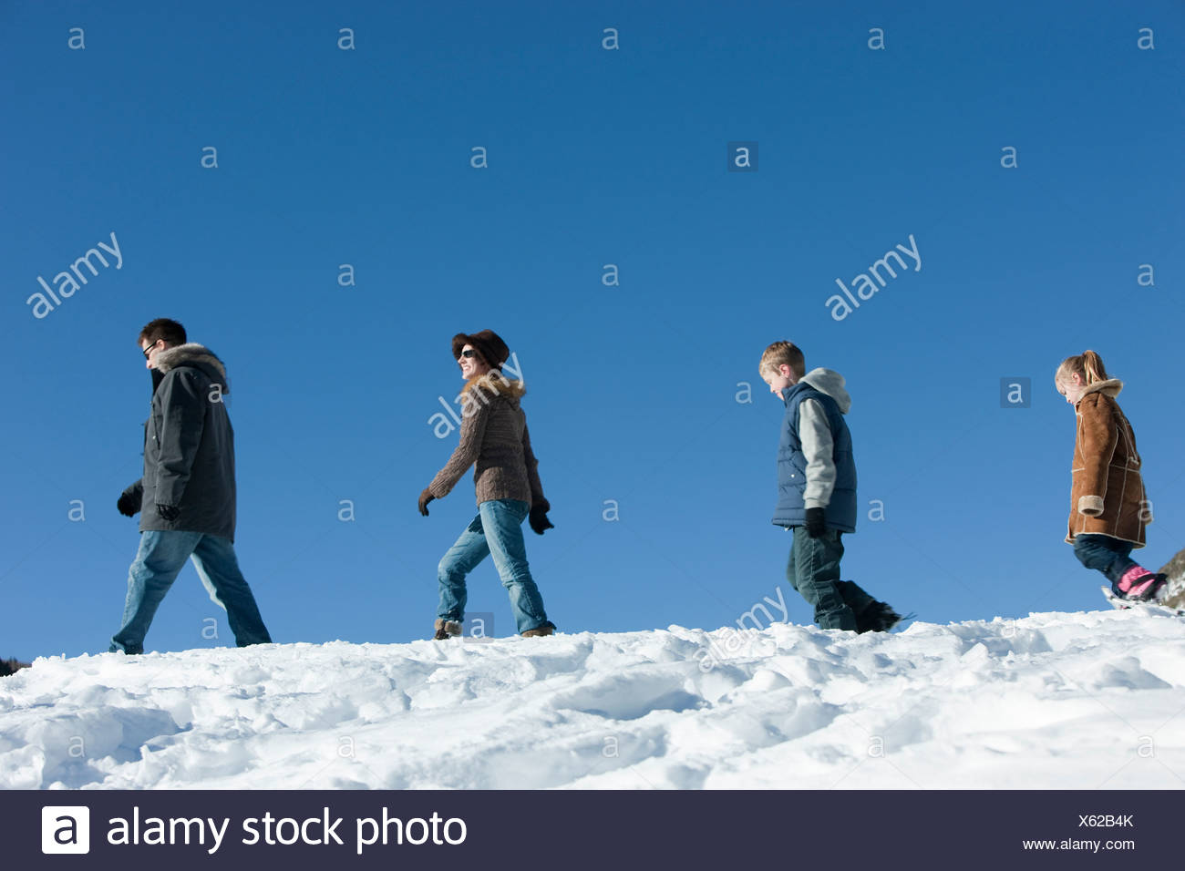 USA, Utah, Big Cottonwood Canyon, family walking in snow - Stock Image
