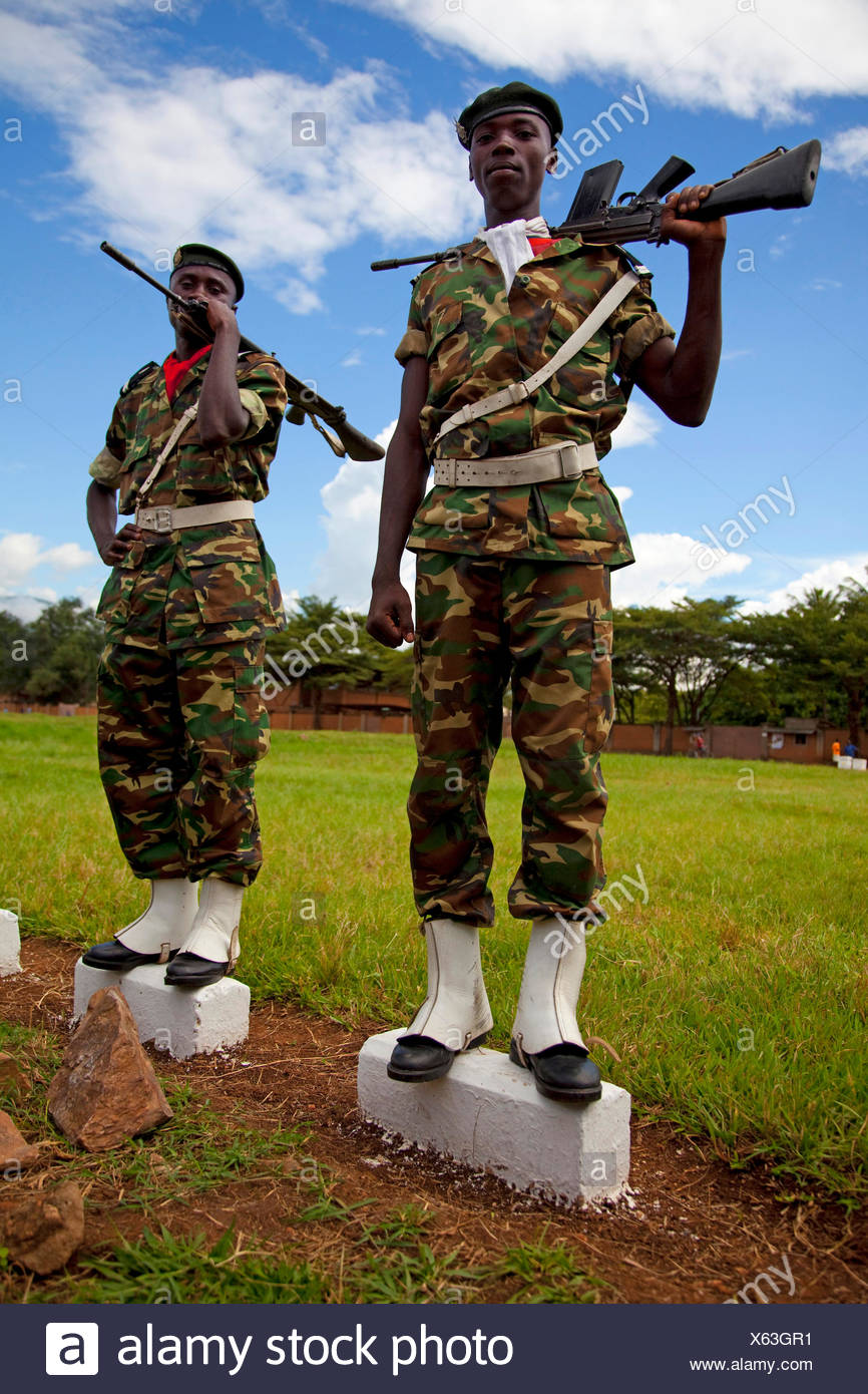 guards of honour standing with weapons on kerbstones, Burundi, Bujumbura - Stock Image