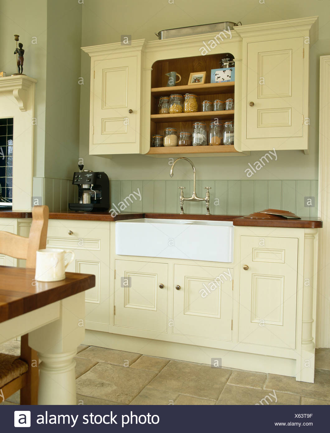 Genial White Belfast Sink In Cream Fitted Unit Below Fitted Wall Cupboard In  Traditional Country Kitchen Painted In Farrow+Ball Paint