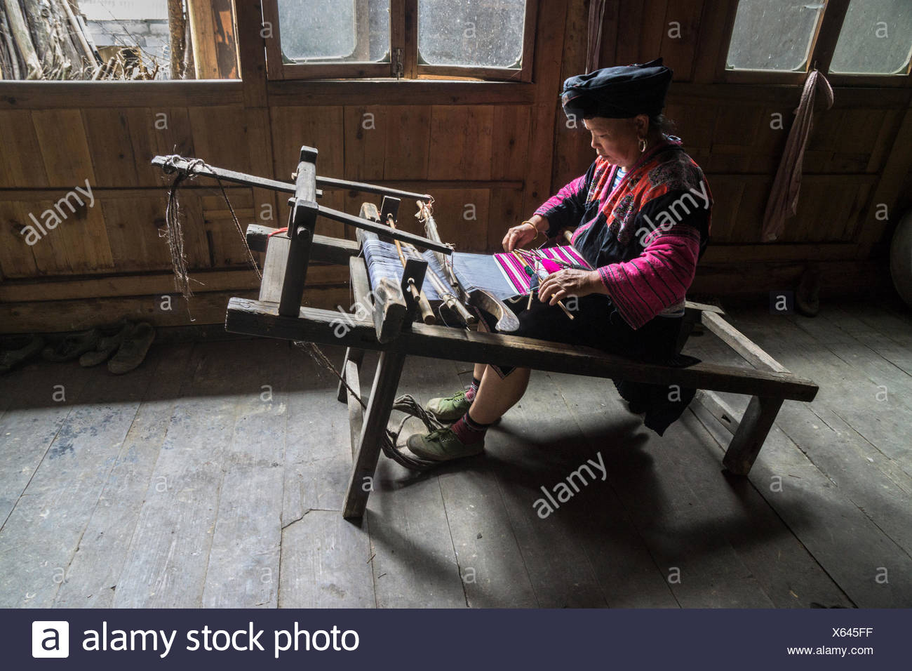 Chinese woman weaving fabric, Guilin, China - Stock Image