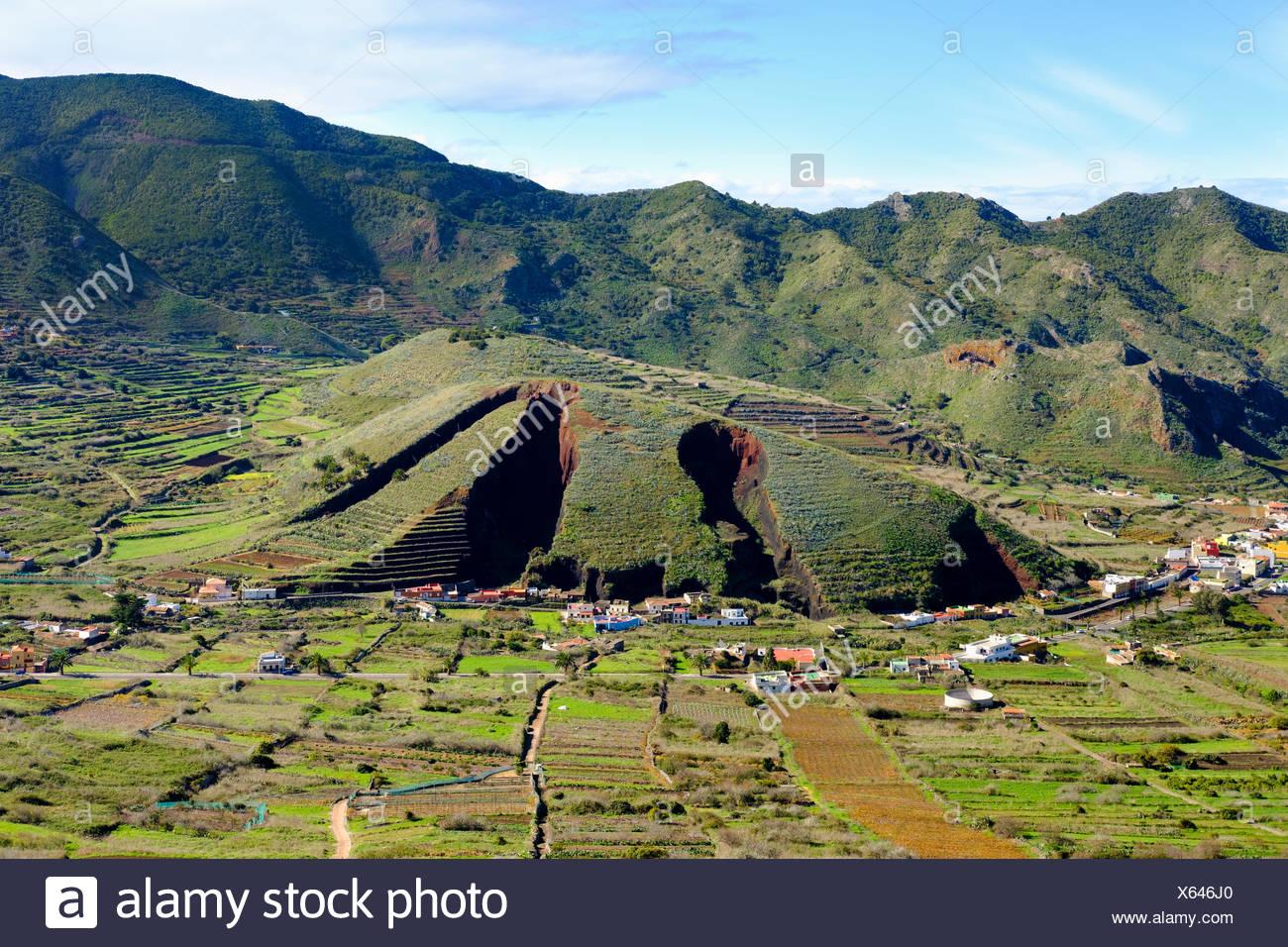 Furchen durch Lavakies-Abbau, Montaña del Palmar, El Palmar, bei Buenavista del Norte, Teno-Gebirge, Parque Rural de Teno, Teneriffa, Kanarische Insel - Stock Image