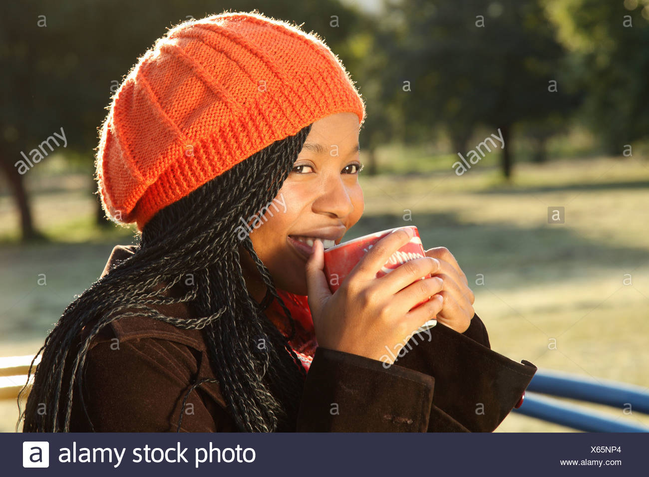 3747e8dde39 Young woman drinking coffee outdoors