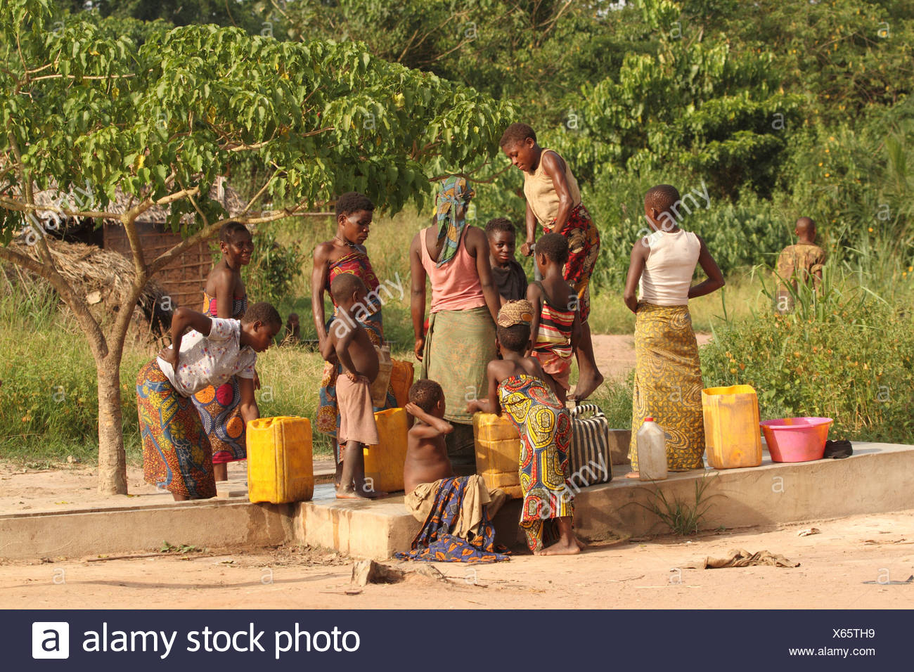 ethnic, minority, indigenous, person, people, pygmies, pygmy, Baka pygmies, well, Sangha, Dzanga Sangha, Bayanga, Congo Basin, r - Stock Image