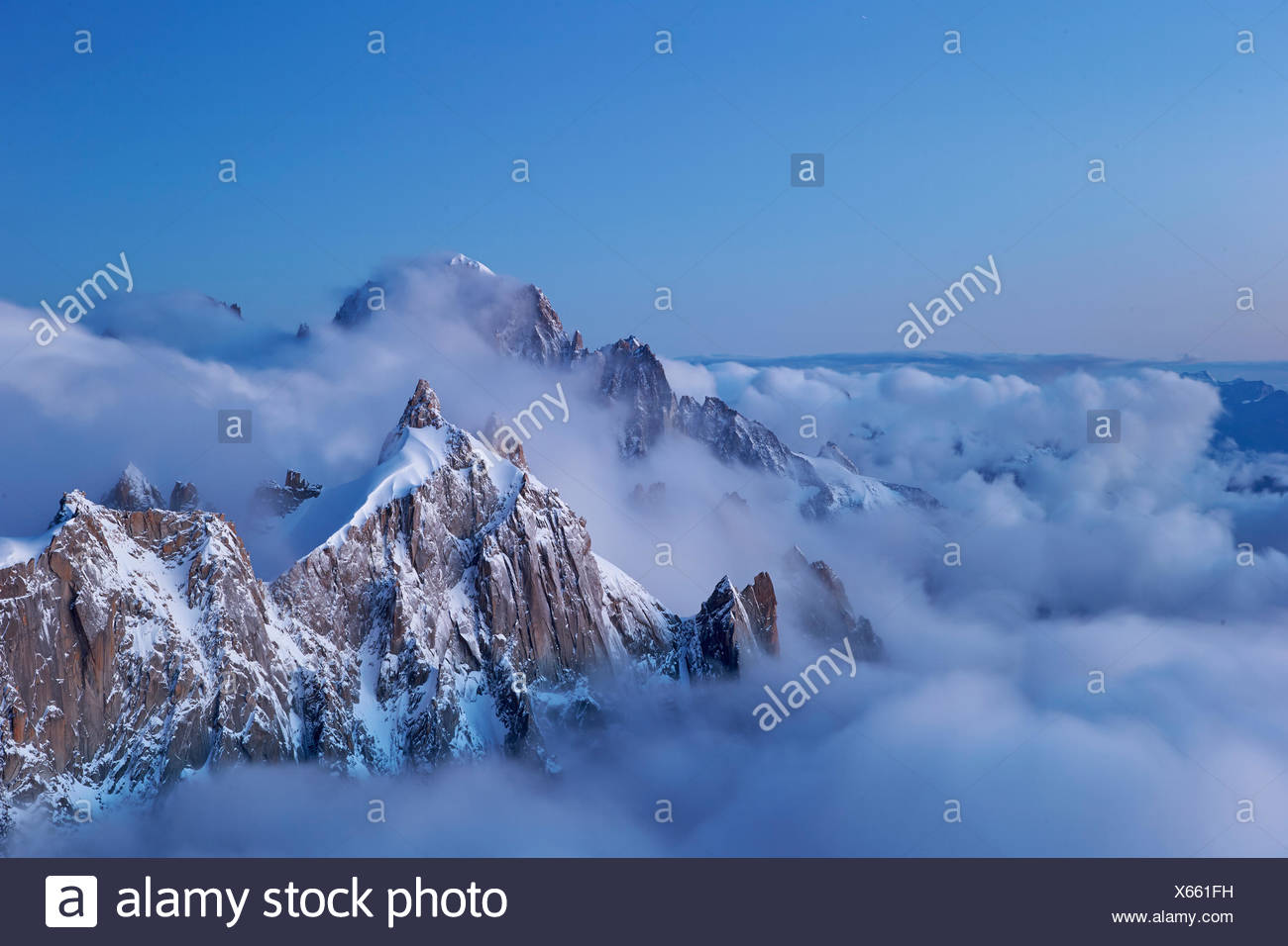geography / travel, France, The blue hour on the aiguille du Plan (3673 m), Chamonix, Additional-Rights-Clearance-Info-Not-Available - Stock Image