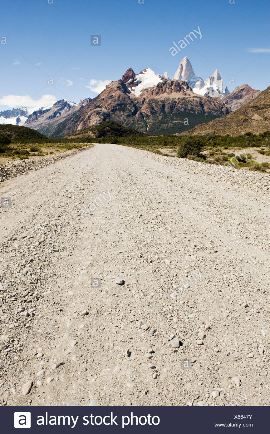 A road leading to Mount Fitzroy on a clear day in Los Glaciares National Park, Argentina. - Stock Image