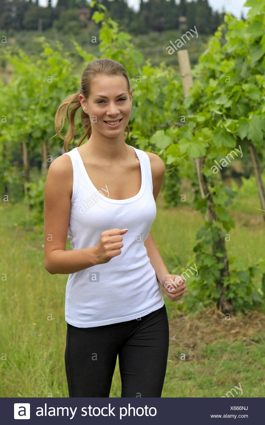 junge Frau beim Joggen in einem Weinberg, Young woman jogging in a vineyard, woman, young, girl, fit, fitness, sport, sports, jo Stock Photo