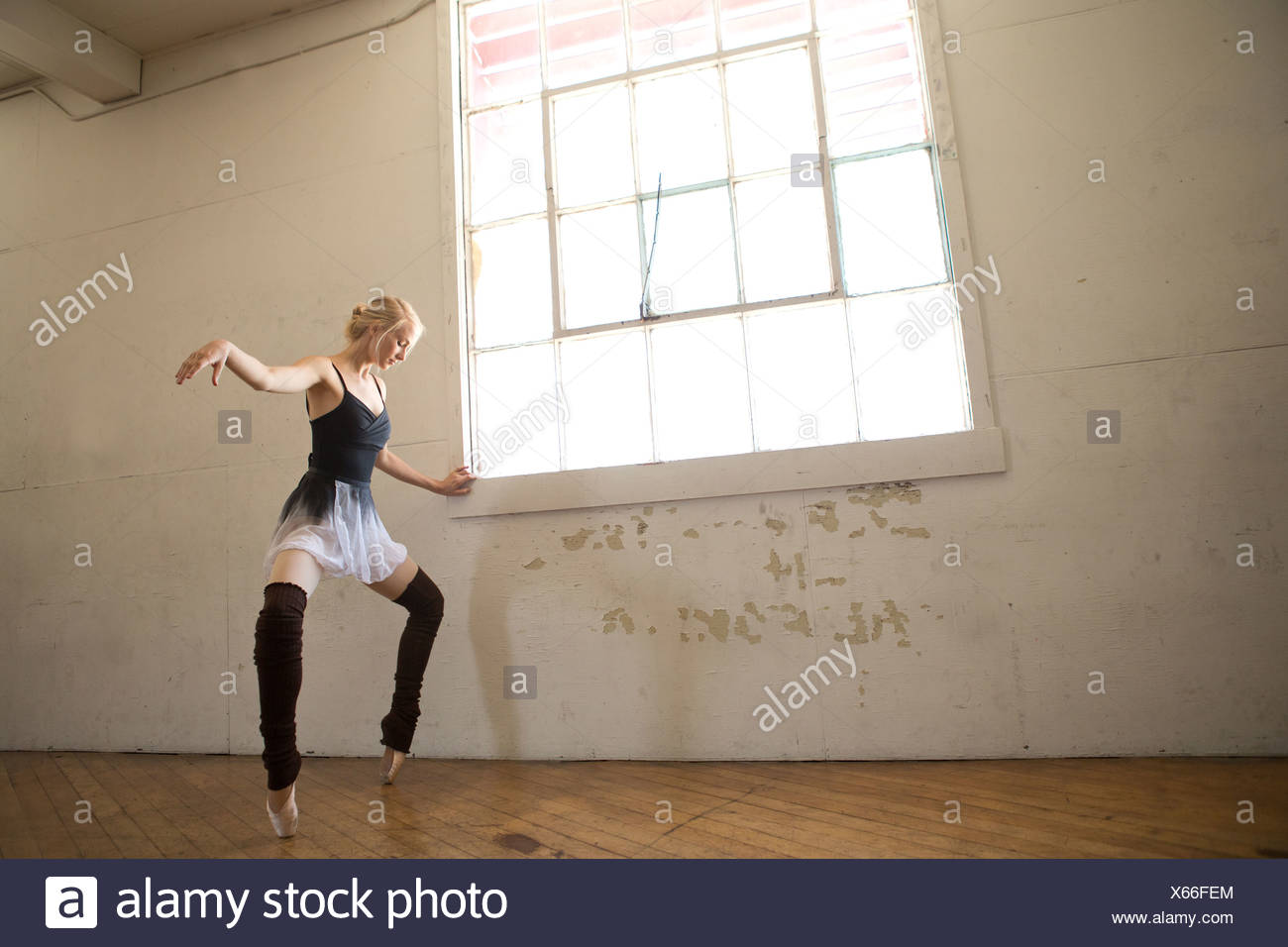 Ballet dancer on tip toes in studio - Stock Image