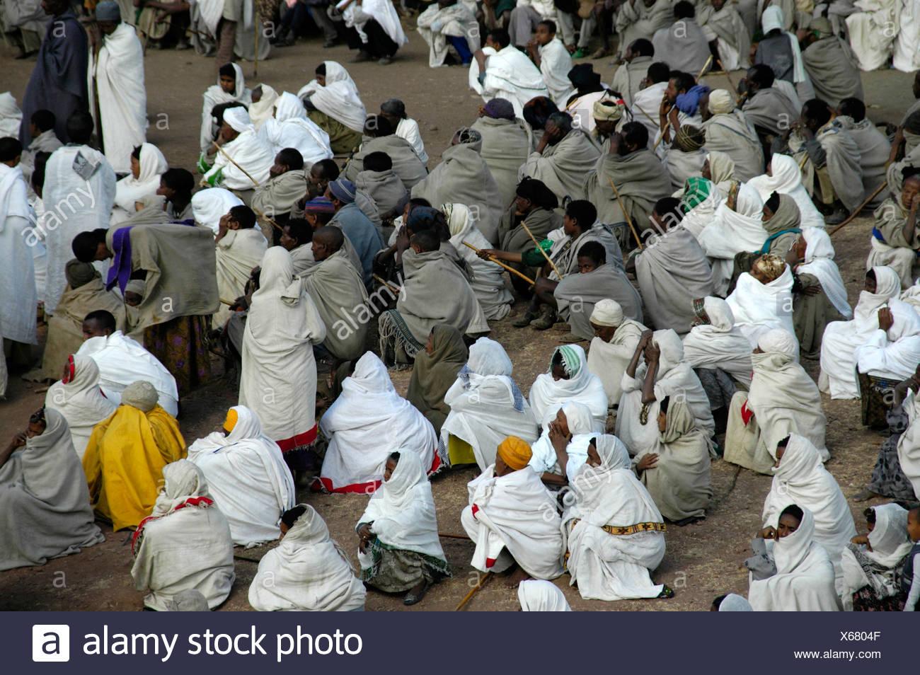 Ethiopian Orthodox Christianity, congregation of believers wearing white and grey vestments, Lalibela, Ethiopia, Africa - Stock Image
