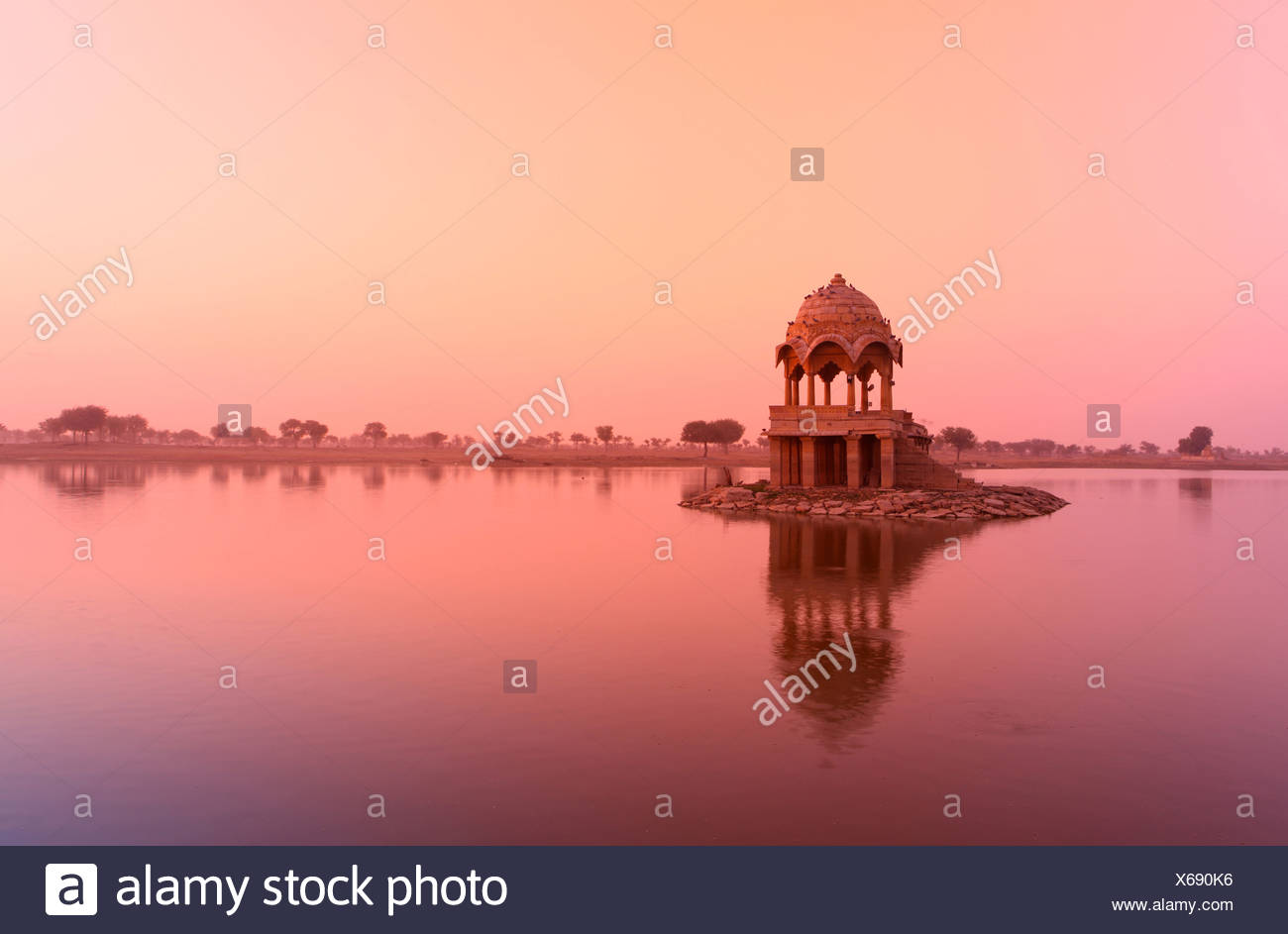 Gadi Sagar, lake, morning, sunrise, mystical, mysterious, quiet, reflection, shore, pavilion, idyllic, idyl, tourist, Jaisalmer, - Stock Image