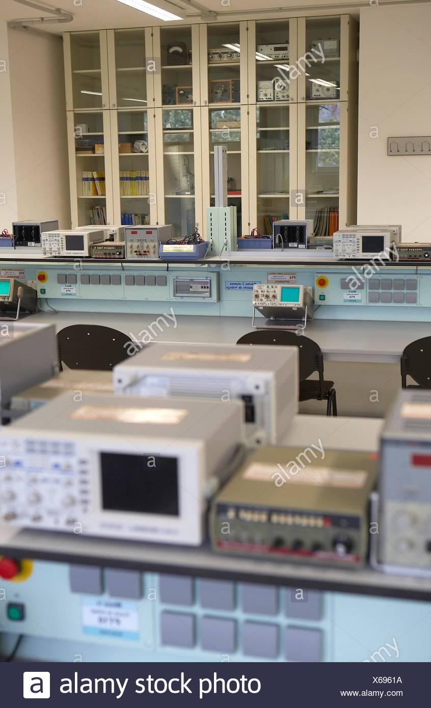 Analog Electronics Laboratory, Escuela Universitaria Politécnica, Universidad del Pais Vasco, San Sebastian, Gipuzkoa, Euskadi - Stock Image