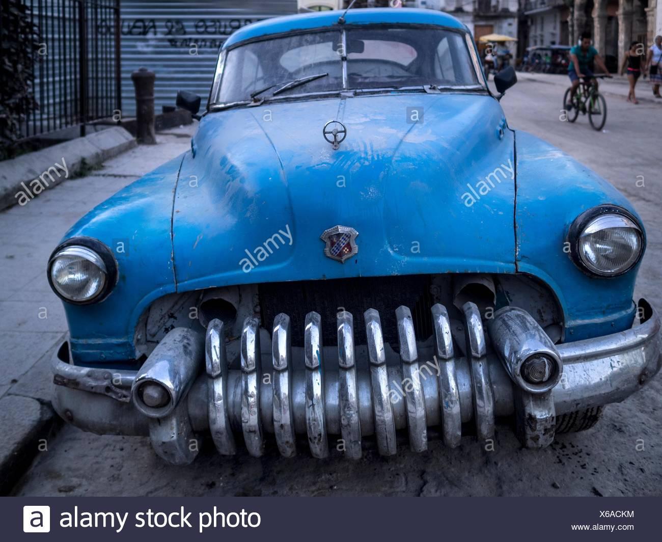 A vintage American car in La Habana Vieja district Stock Photo ...