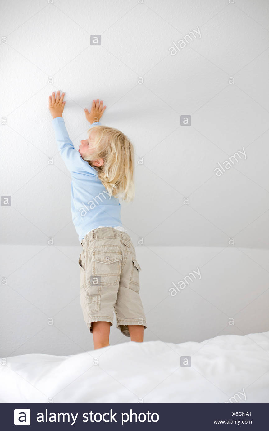 Germany, Ammersee, Diessen, Young boy (2-3) touching wall - Stock Image