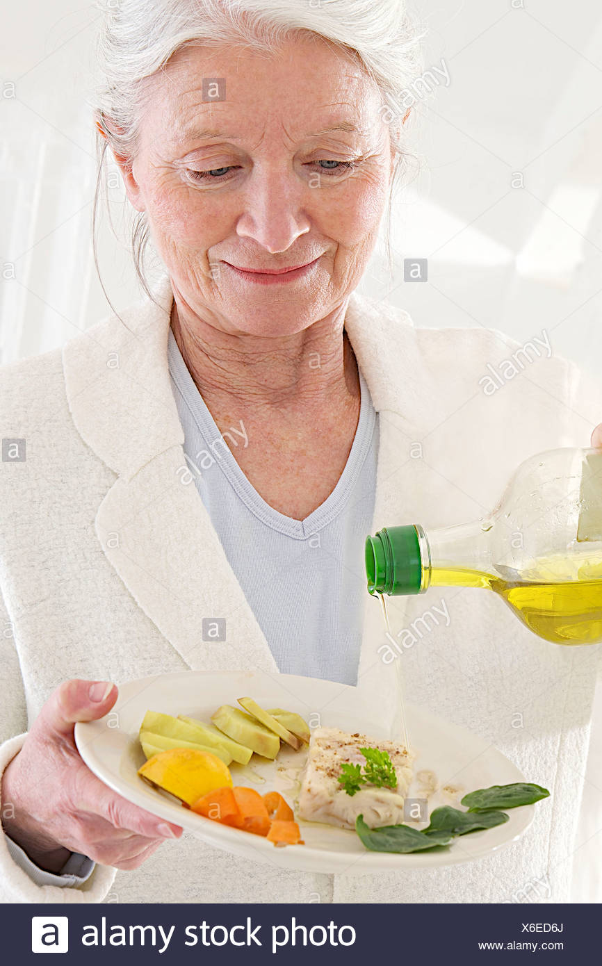 ELDERLY PEOPLE EATING A MEAL - Stock Image