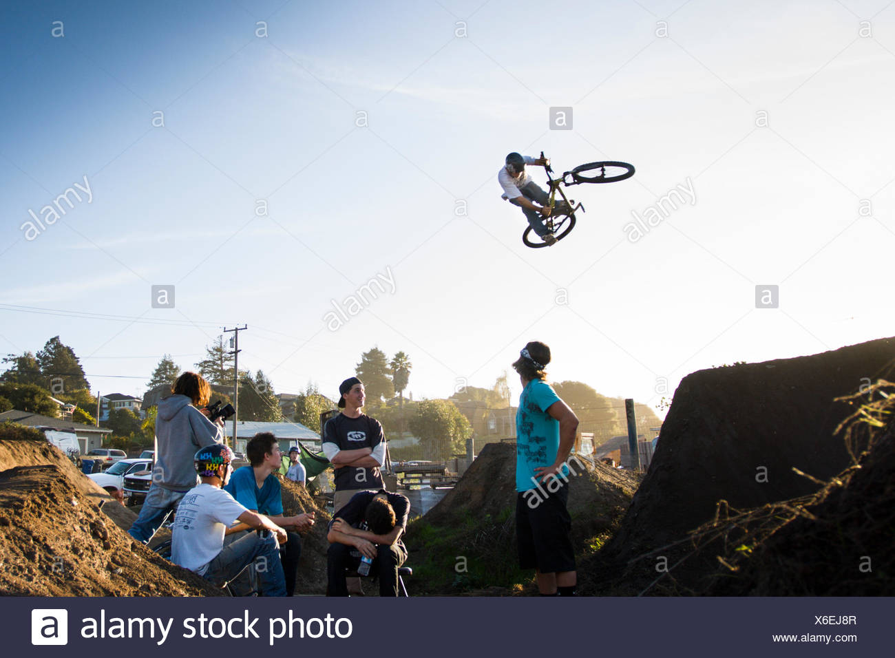 Ryan Howard does a run through the jump as other riders look on. Post Office Jumps, Aptos, CA. Oct 23rd 2009 - Stock Image