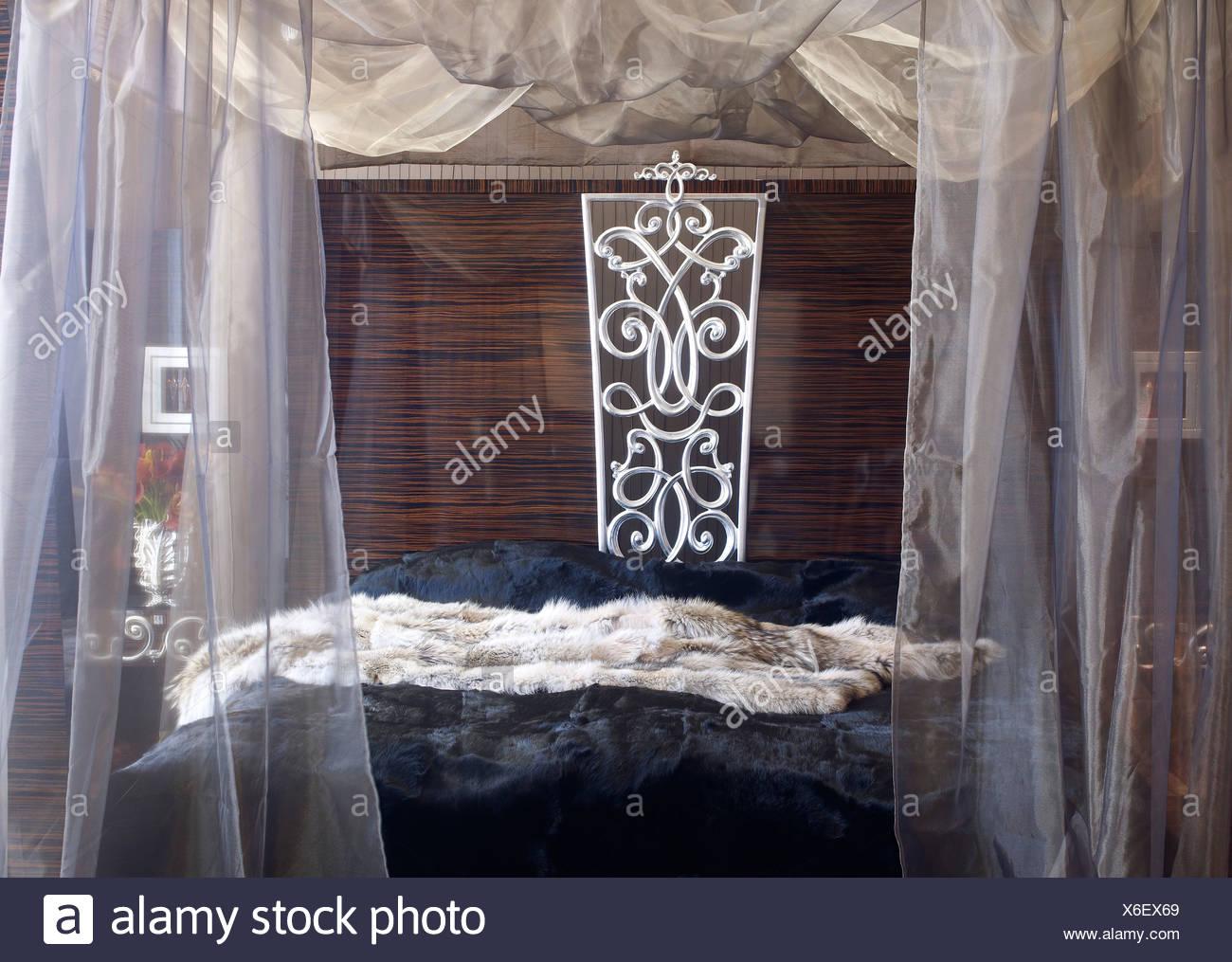 Luxurious Dubai-style bed - Stock Image