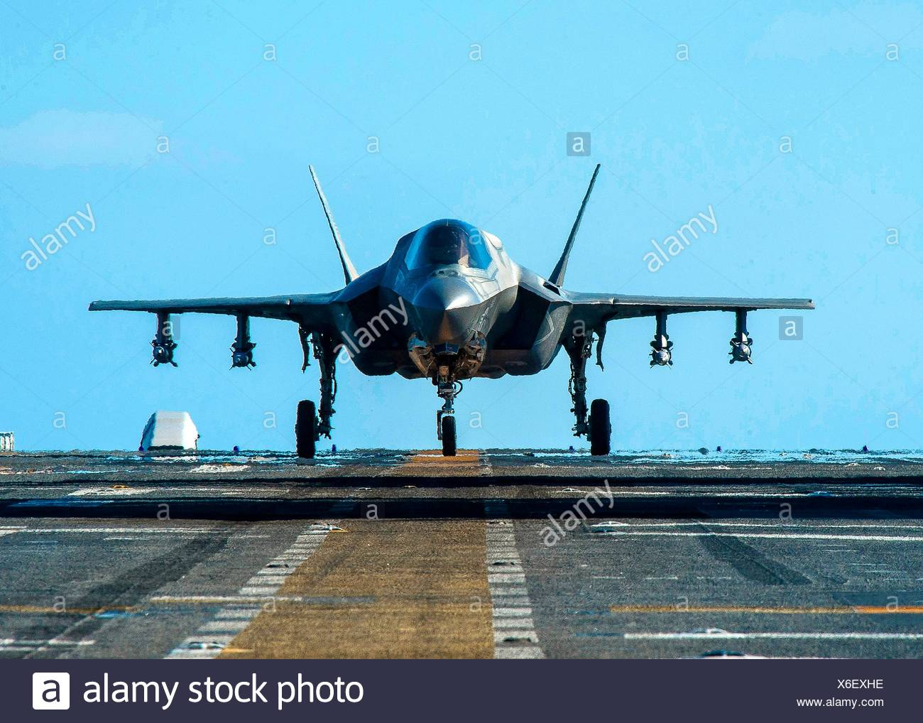 PACIFIC OCEAN (Nov. 5, 2016) An F-35B Lightning II aircraft equipped with inert 500-pound GBU-12 Paveway II laser-guided test bombs prepares for - Stock Image